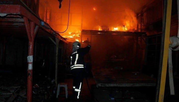 Isı yalıtım atölyesinde çıkan yangın söndürüldü