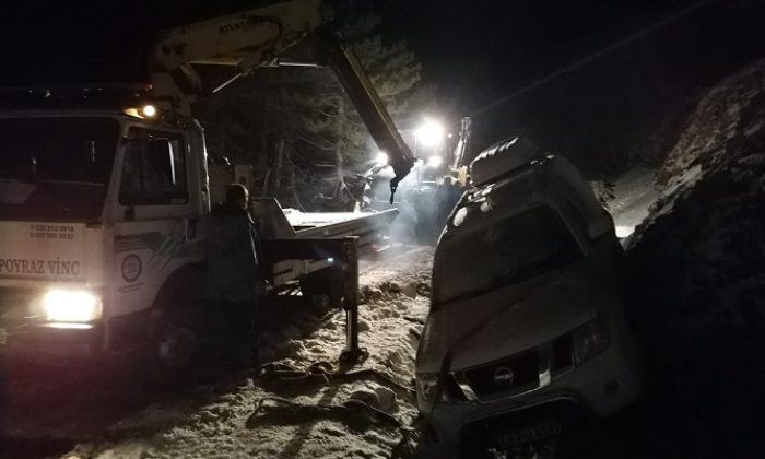 Kar yağışının etkili olduğu yaylada mahsur kalanlar belediye ekiplerince kurtarıldı