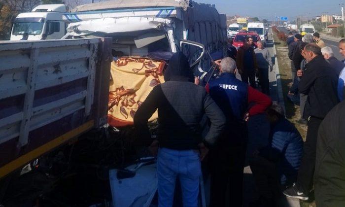 Meyve yüklü kamyonun tıra çarpması sonucu 1 kişi öldü