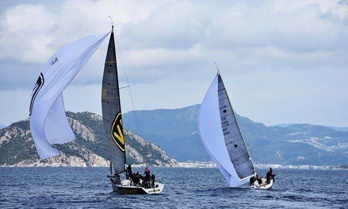 4 yelkenli ile 320 sporcunun katıldığı organizasyon