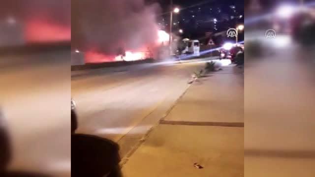 Bodrum'da park halindeki iki otobüste çıkan yangın söndürüldü