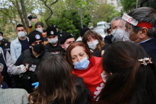 DİSK Başkanı Arzu Çerkezoğlu ve 25 işçi gözaltına alındı