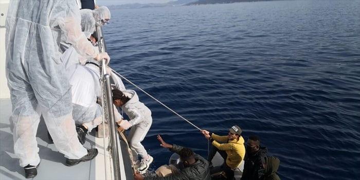 Bodrum'da Türk kara sularına geri itilen 34 düzensiz göçmen kurtarıldı