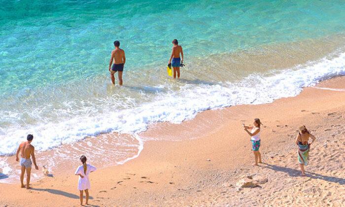 Dünyaca ünlü Kaputaş Plajı, Kasım ayında da tatilcilerin adresi oldu