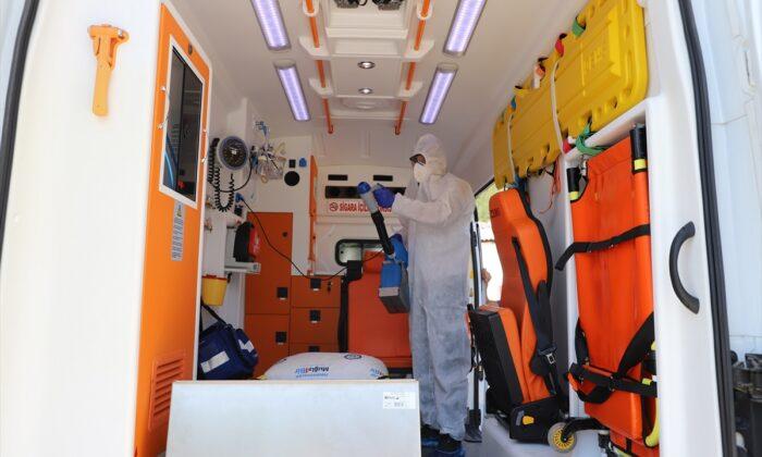 Hasta nakil ambulanslarıyla hizmet devam ediyor