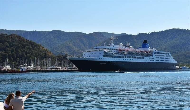 "Bahama bayraklı ""Blue Sapphire"" 446 yolcusuyla Marmaris'e geldi"