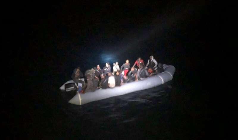 Lastik bottaki 32 düzensiz göçmen kurtarıldı