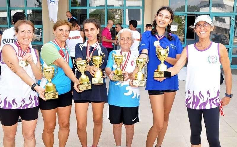9 Eylül İzmir'in Kurtuluş Günü için koştular, kupaları topladılar